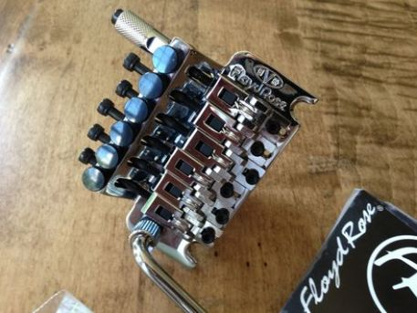 vgl1067748d53ffdb0fe8ad880eebb7d79cd0--custom-guitars-tuna