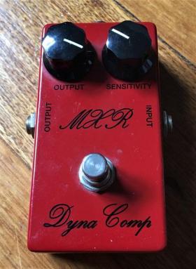 MXR-Dyna-Comp-Script-76-CSP-028-Reissue-Pedal-_2008-1